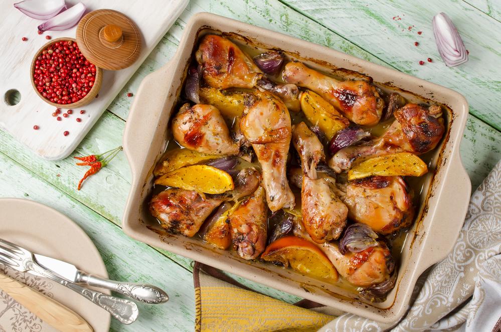 Курица, запечённая с апельсинами и луком