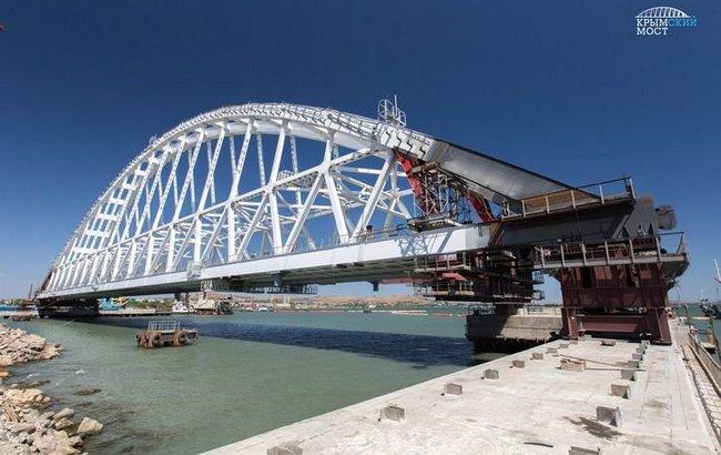 Фото Россияне начали устанавливать железнодорожную арку Керченского моста