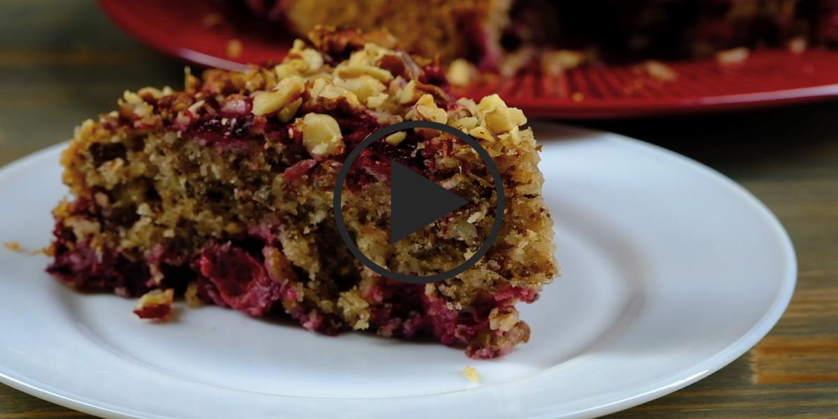 Ореховый пирог с вишней: видео-рецепт