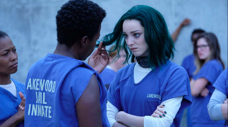 Photo of Polaris sports her classic emerald hair in new images for Fox's The Gifted