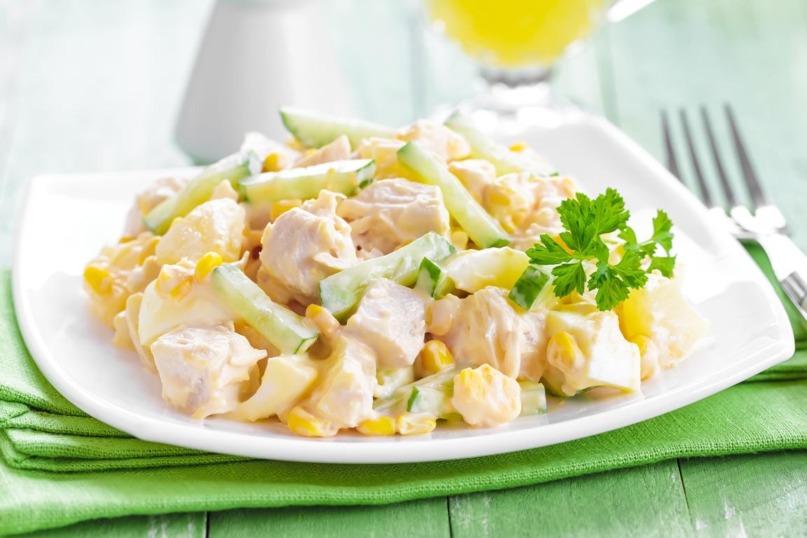 Вкуснейший салат с курицей и ананасом