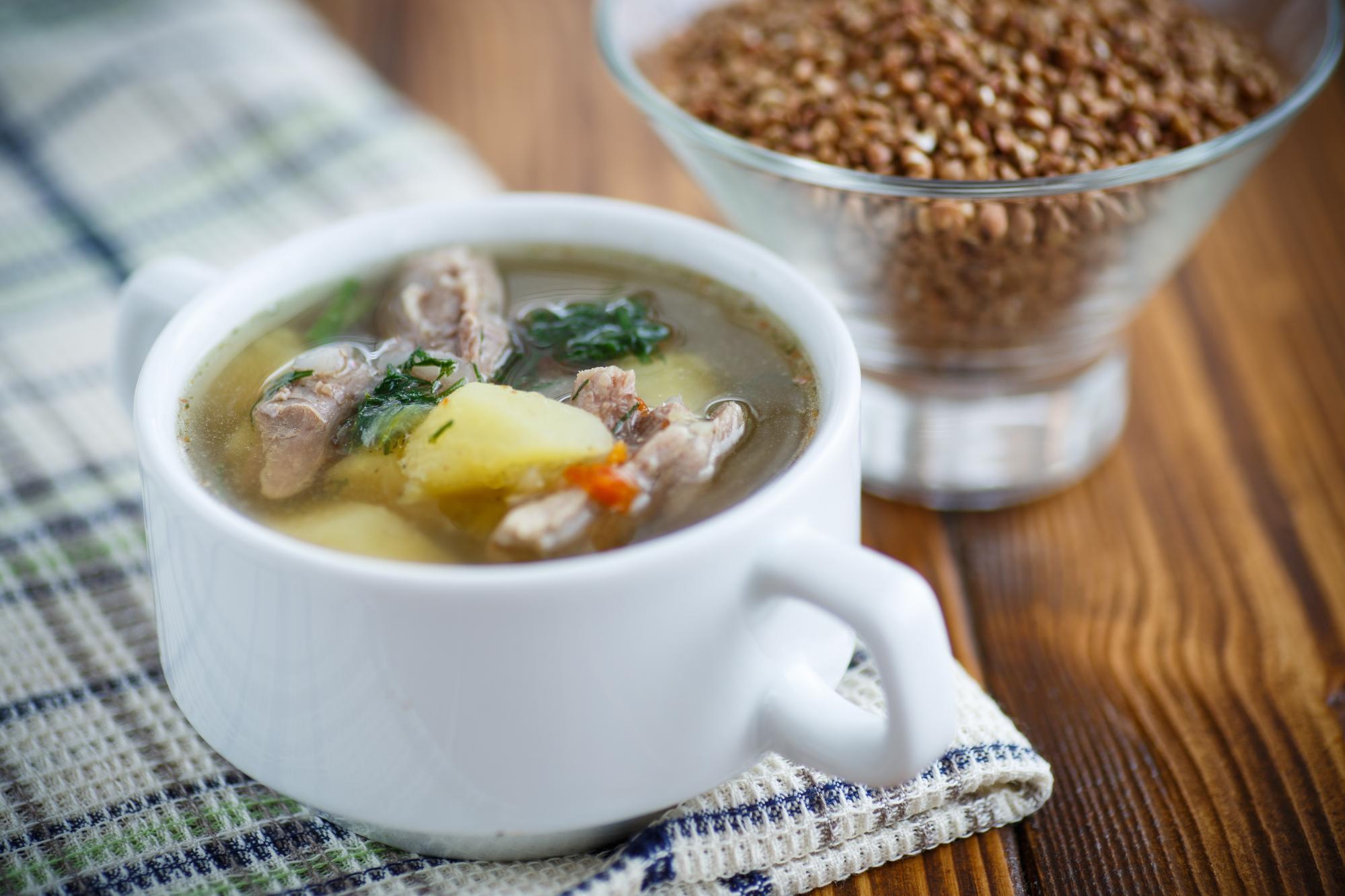 Гречневый суп со свиными ребрышками