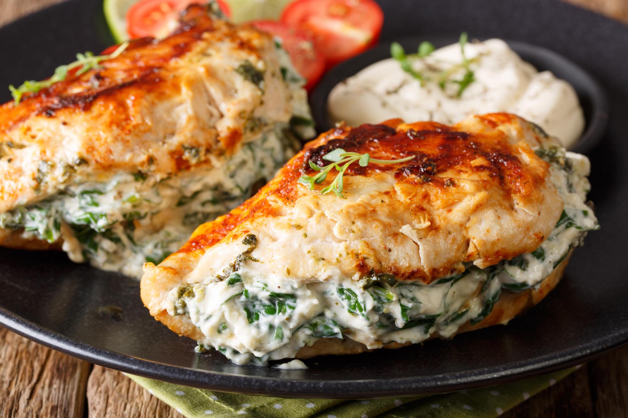 Куриные грудки со шпинатом и риккотой за 30 минут
