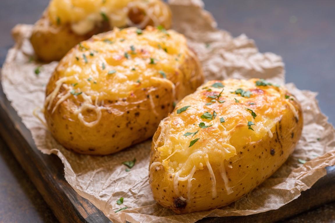 Вкуснейший картофель, запеченный в мундире