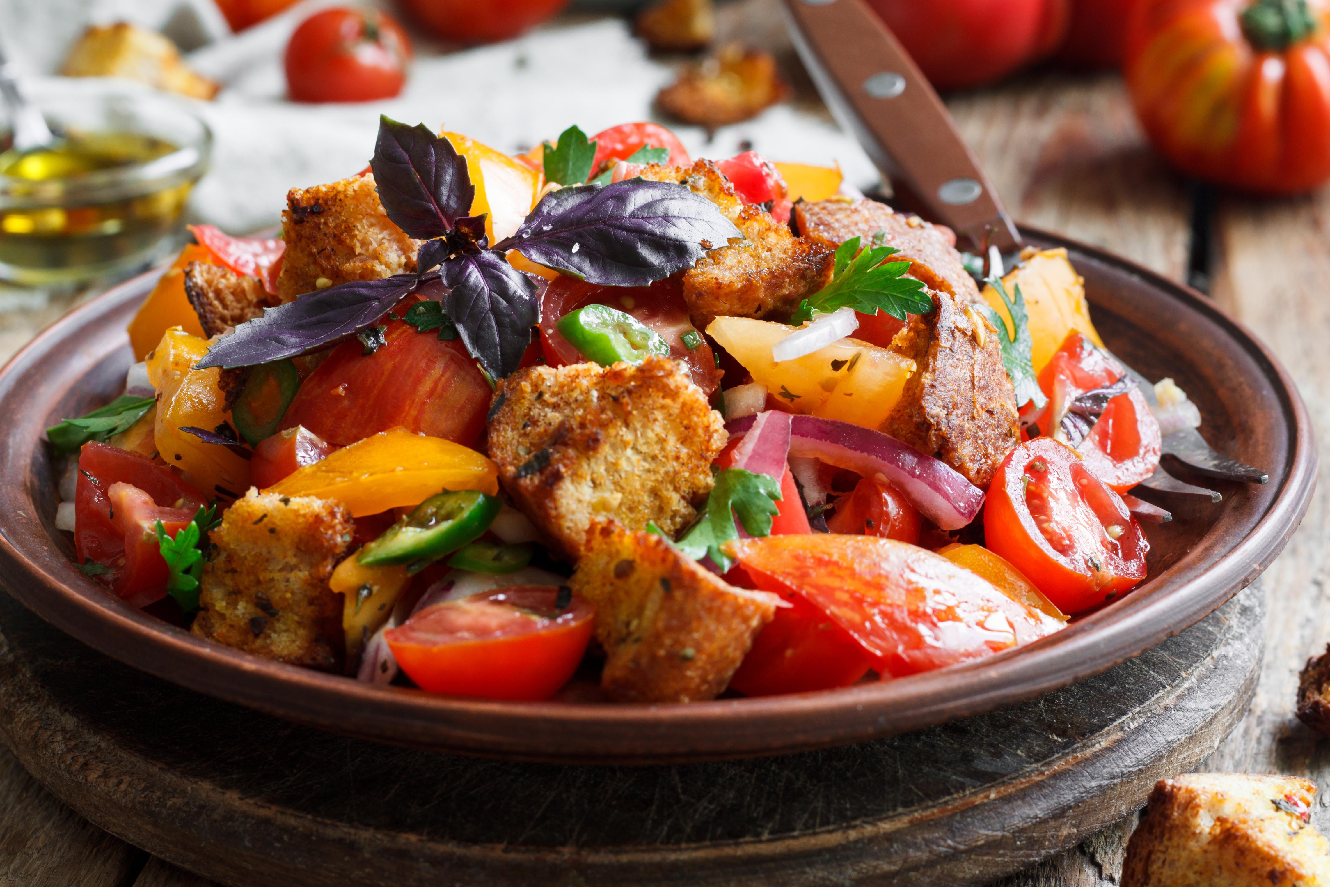 Салат Панацелла из помидоров и хлеба