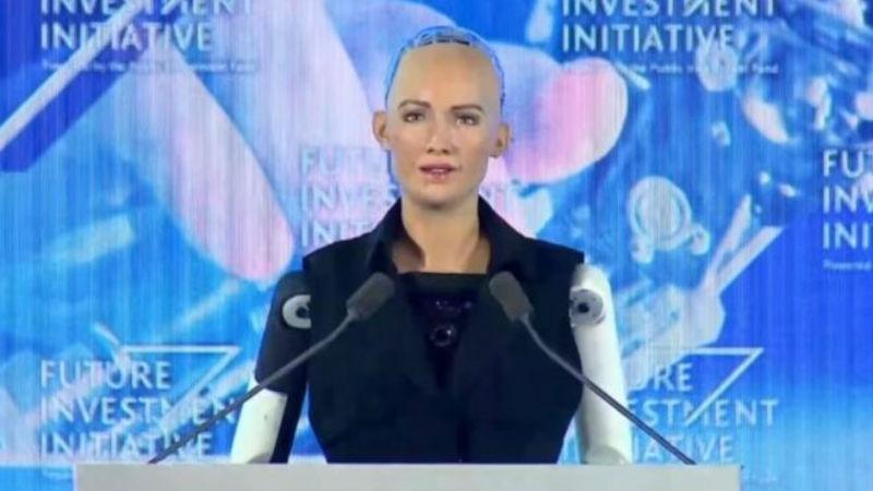 Фото Робот София получила гражданство Саудовской Аравии, и теперь у нее больше прав, чем у женщин и трудовых мигрантов страны