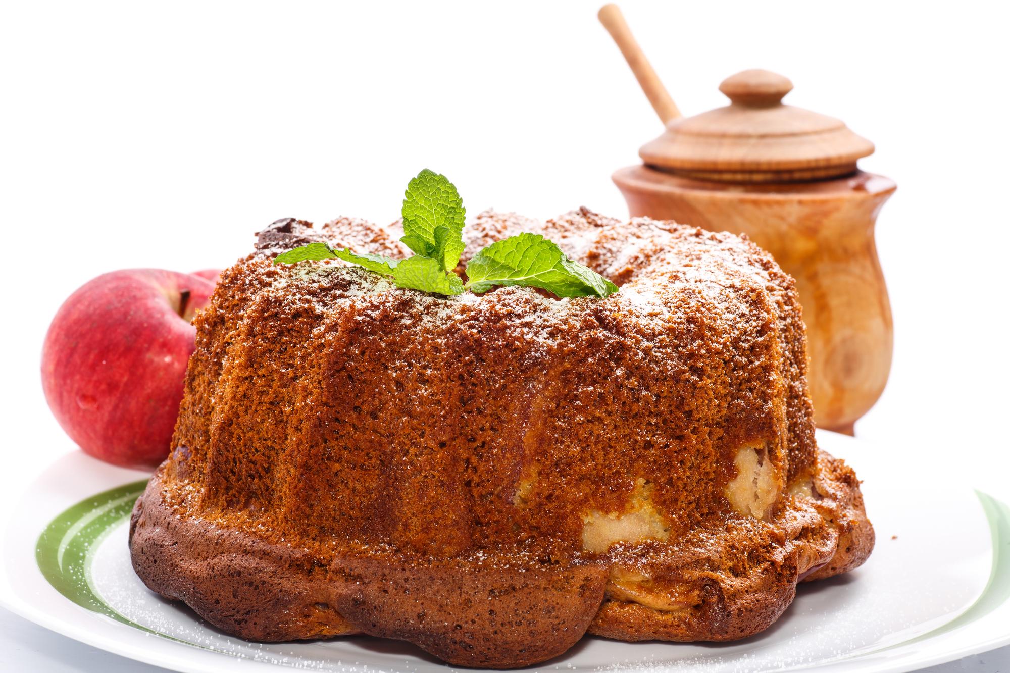 Медовый кекс с яблоком и изюмом