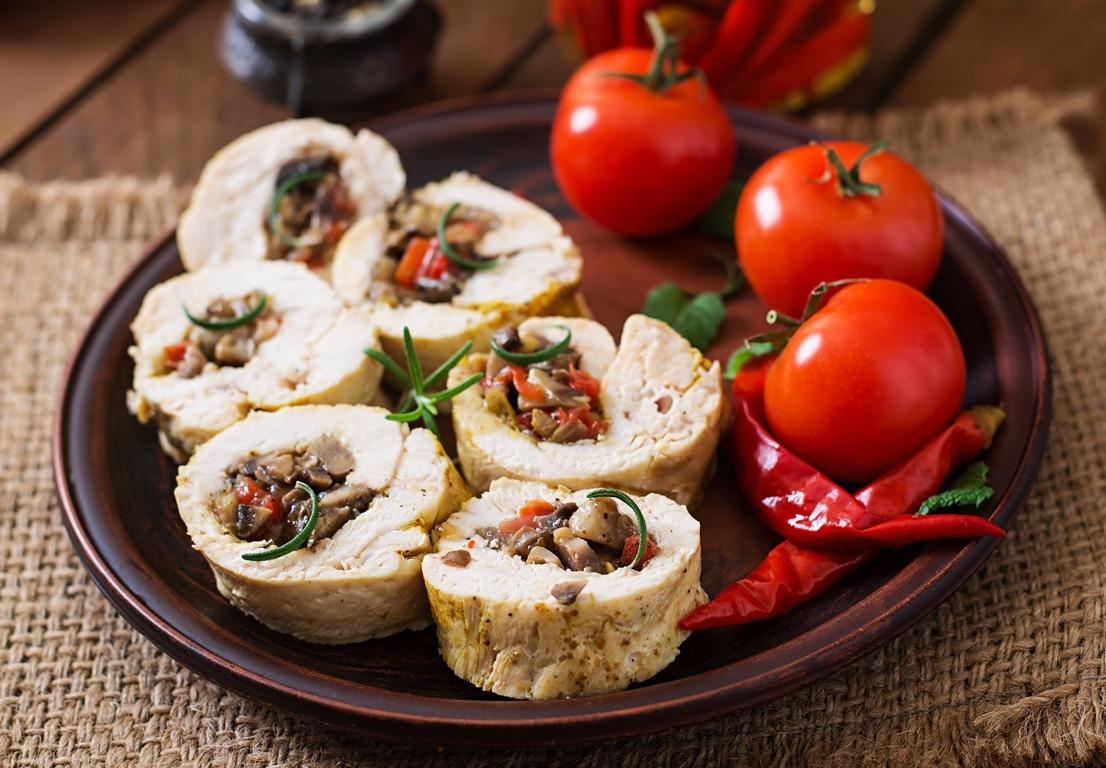 Аппетитные куриные рулетики с грибами