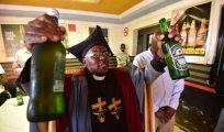 Вокруг света: Церковь Гамбола - единственный храм, где разрешено пить алкоголь во время службы