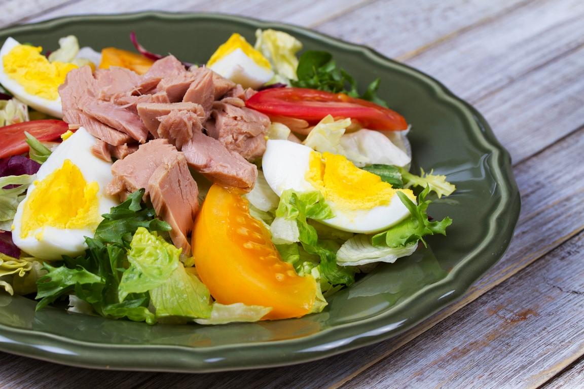 Аппетитный салат с тунцом