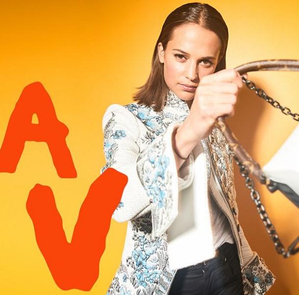 Фото Бикини и Ибица: Алисия Викандер в новом клипе Louis Vuitton