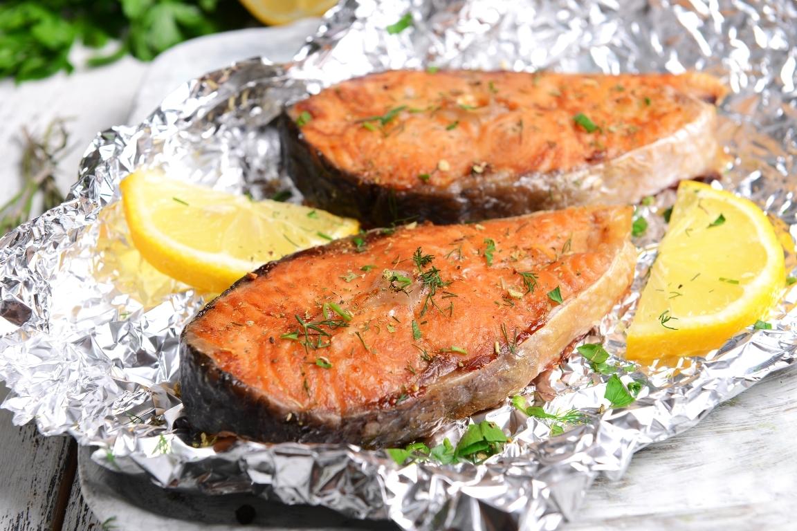 Аппетитная рыба, запеченная в фольге