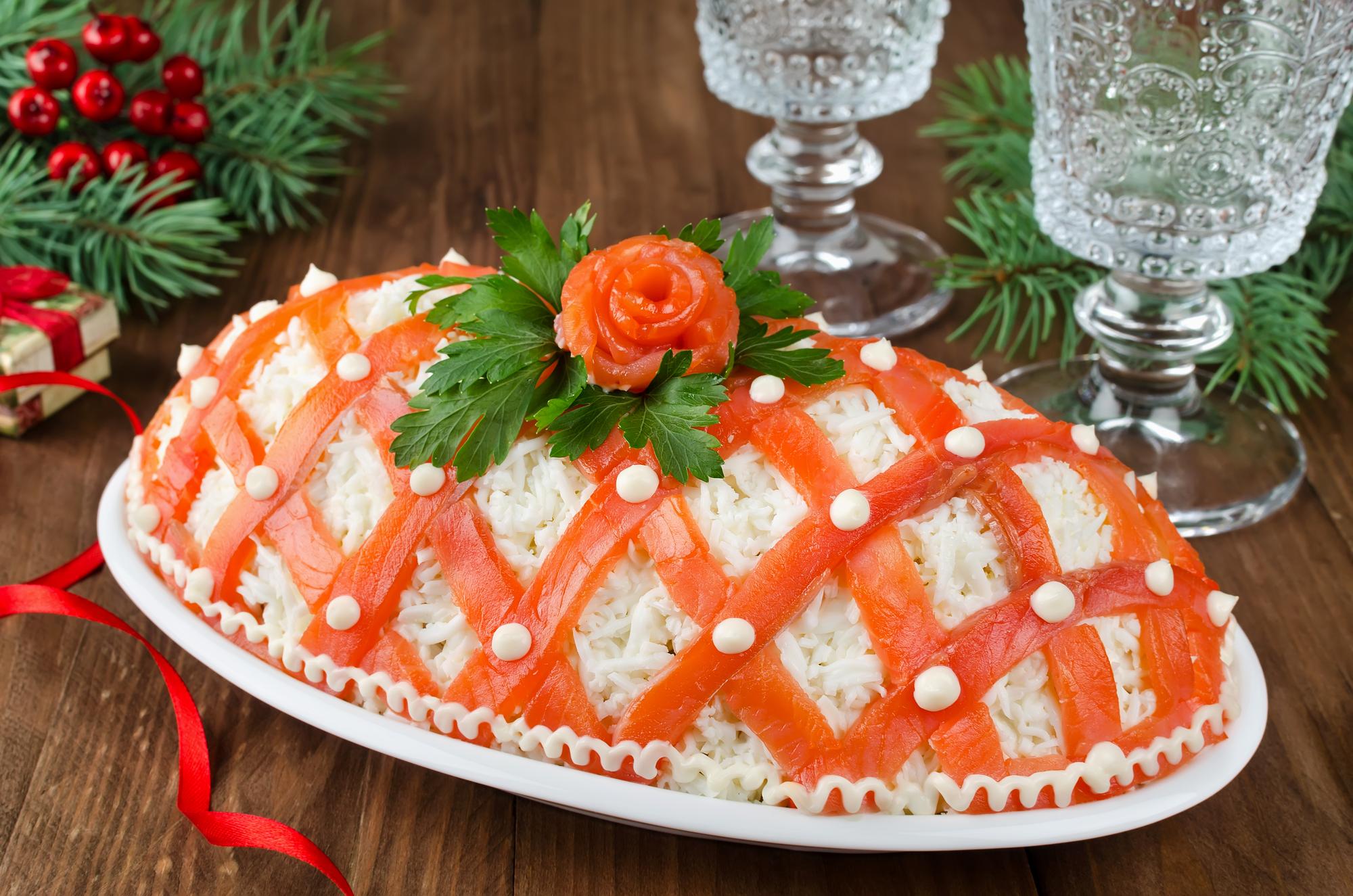 """Праздничный салат """"Принцесса"""" с лососем"""
