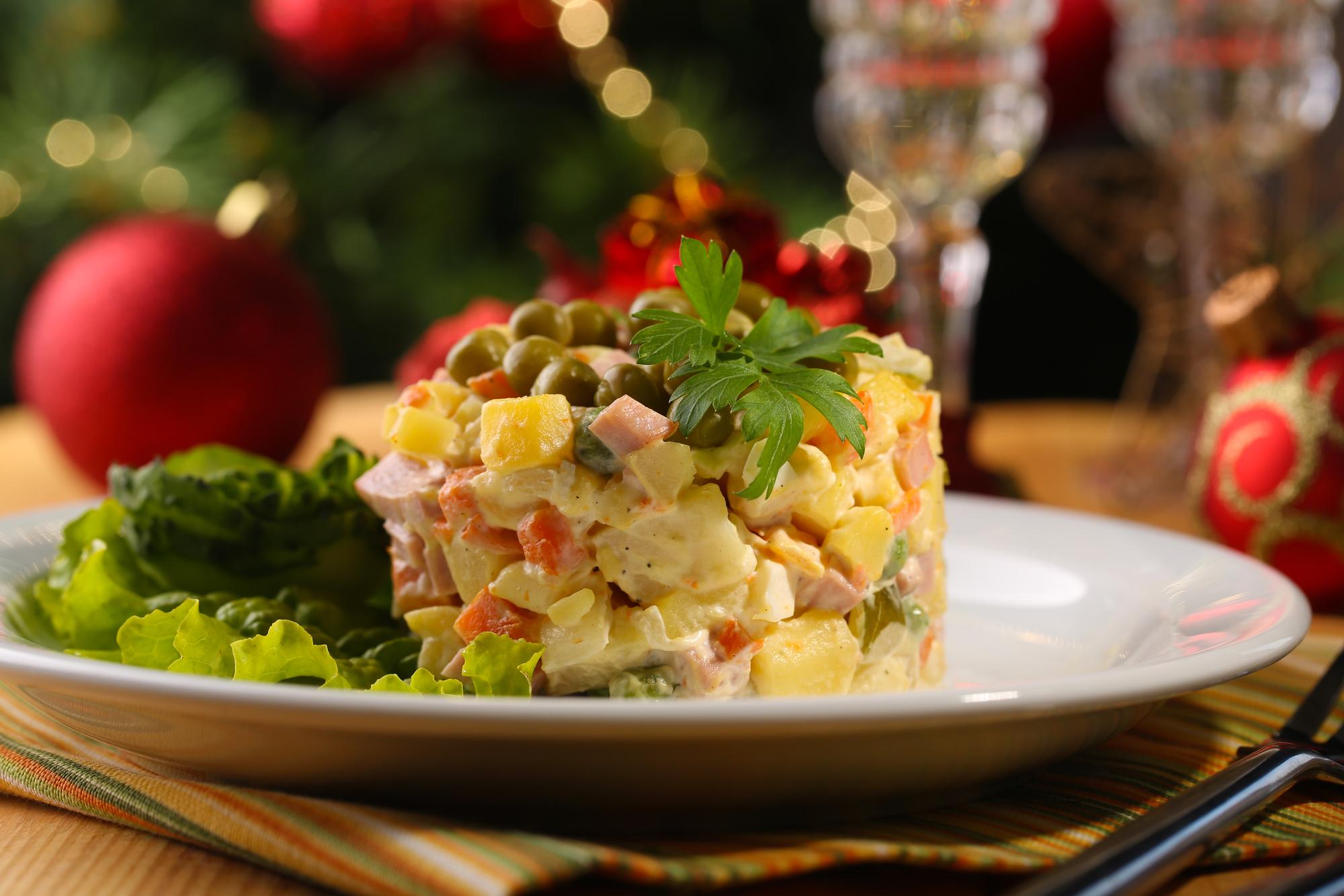 """Праздничный салат """"Оливье"""""""
