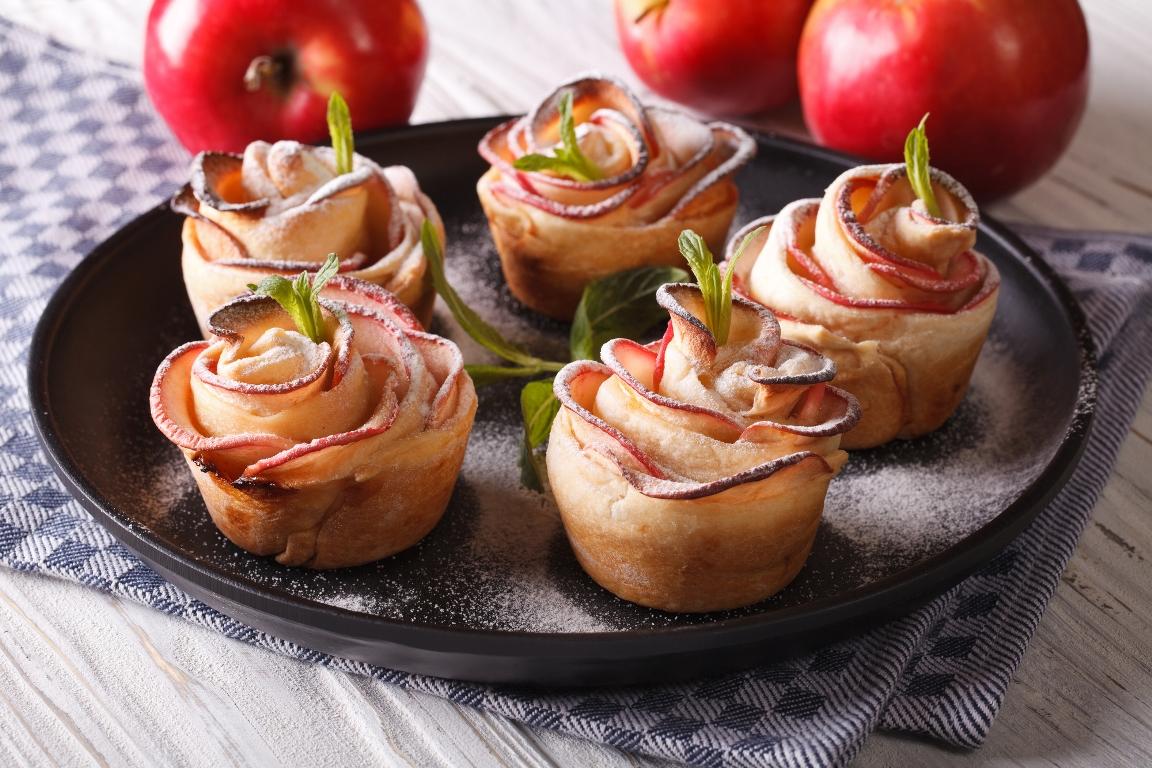 Изящные слойки с яблоками «Розочки»
