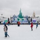 Самый большой в мире каток и северное сияние: Зачем идти в парки этой зимой