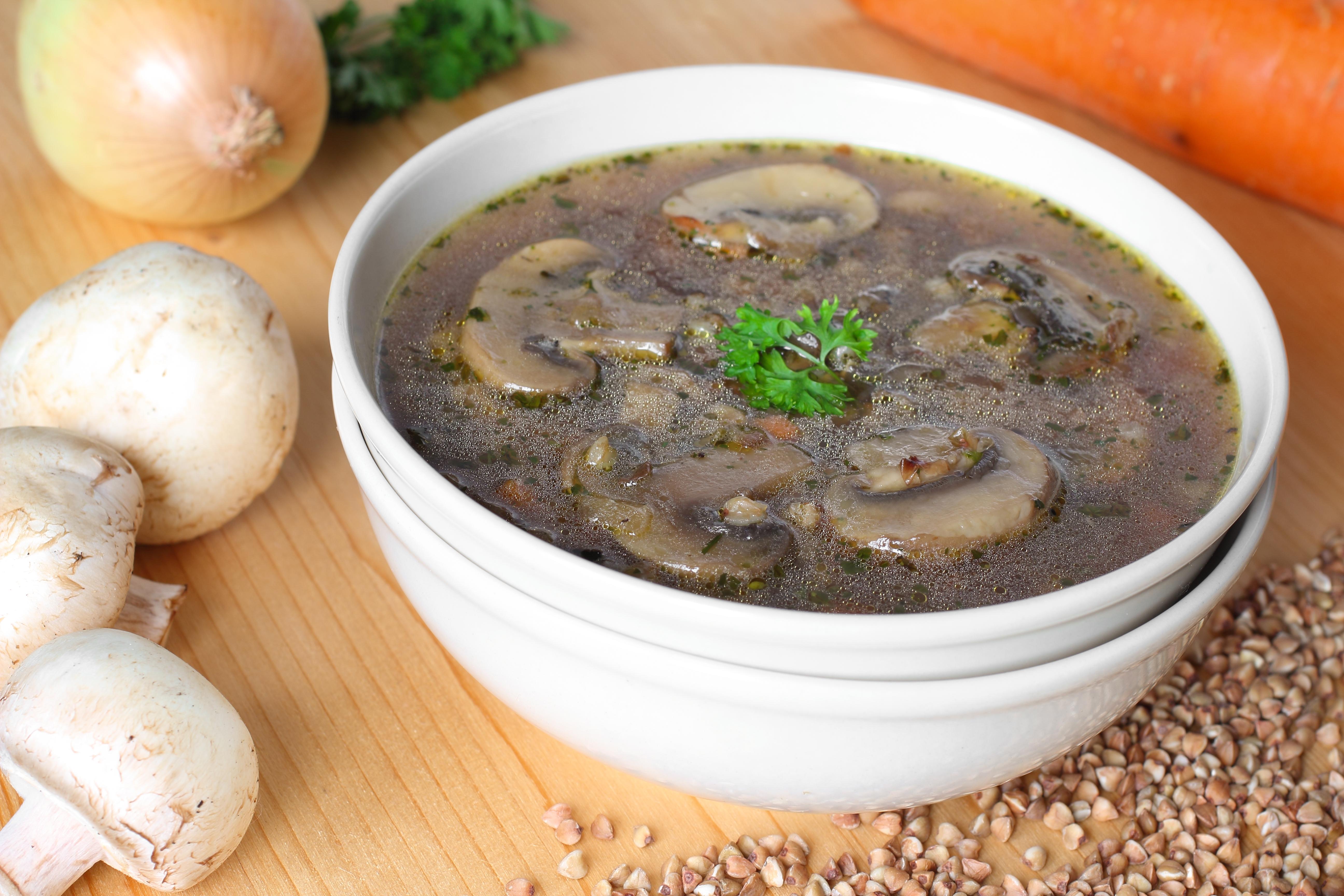 Постный суп с гречкой и грибами
