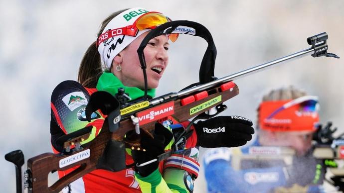 Фото Домрачева выиграла спринт в Хохфильцене, Миронова заехала в десятку