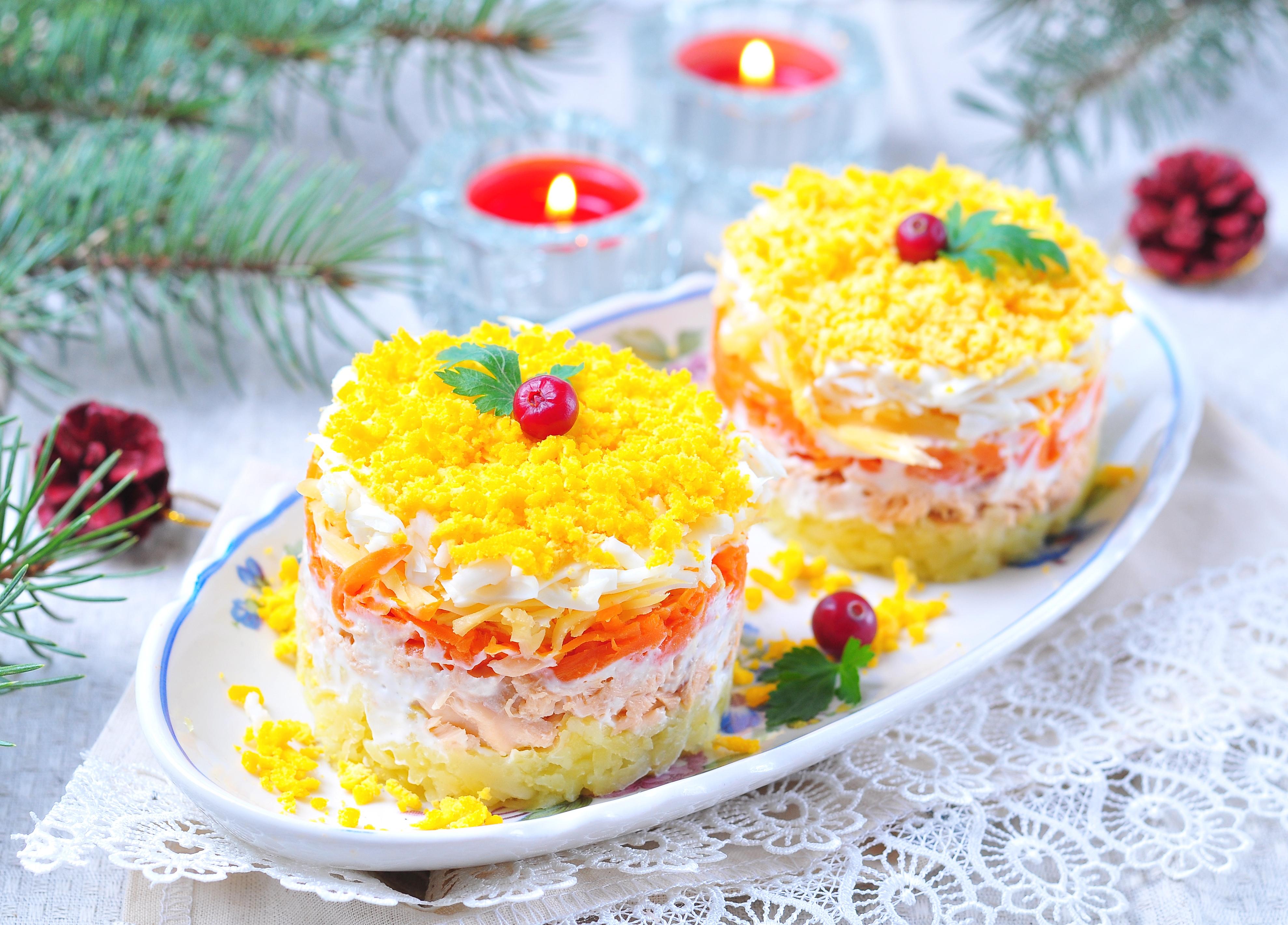 Салат «Мимоза» с консервированным лососем и сыром