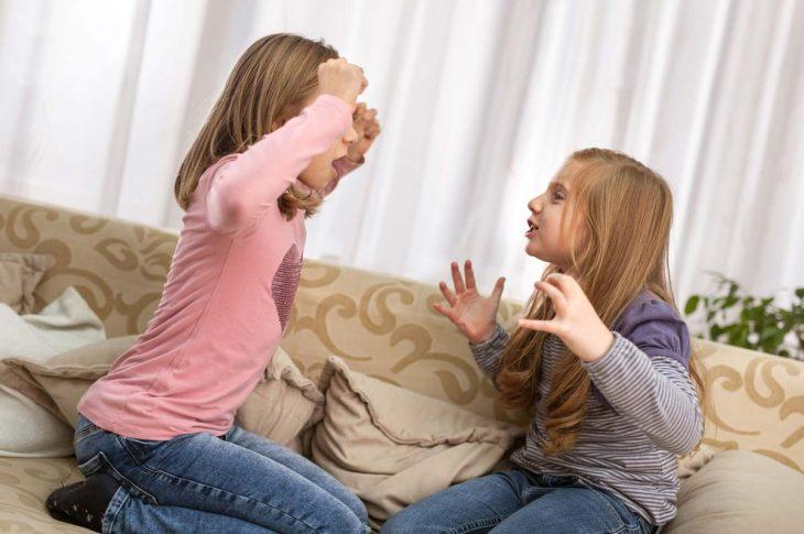 Фото С сестрой у нас совсем небольшая разница — всего год. Поэтому, когда мы были мелкими, постоянно дрались и ругались. А повод находился всегда. Так, например, мы никогда ничего не могли честно поделить,