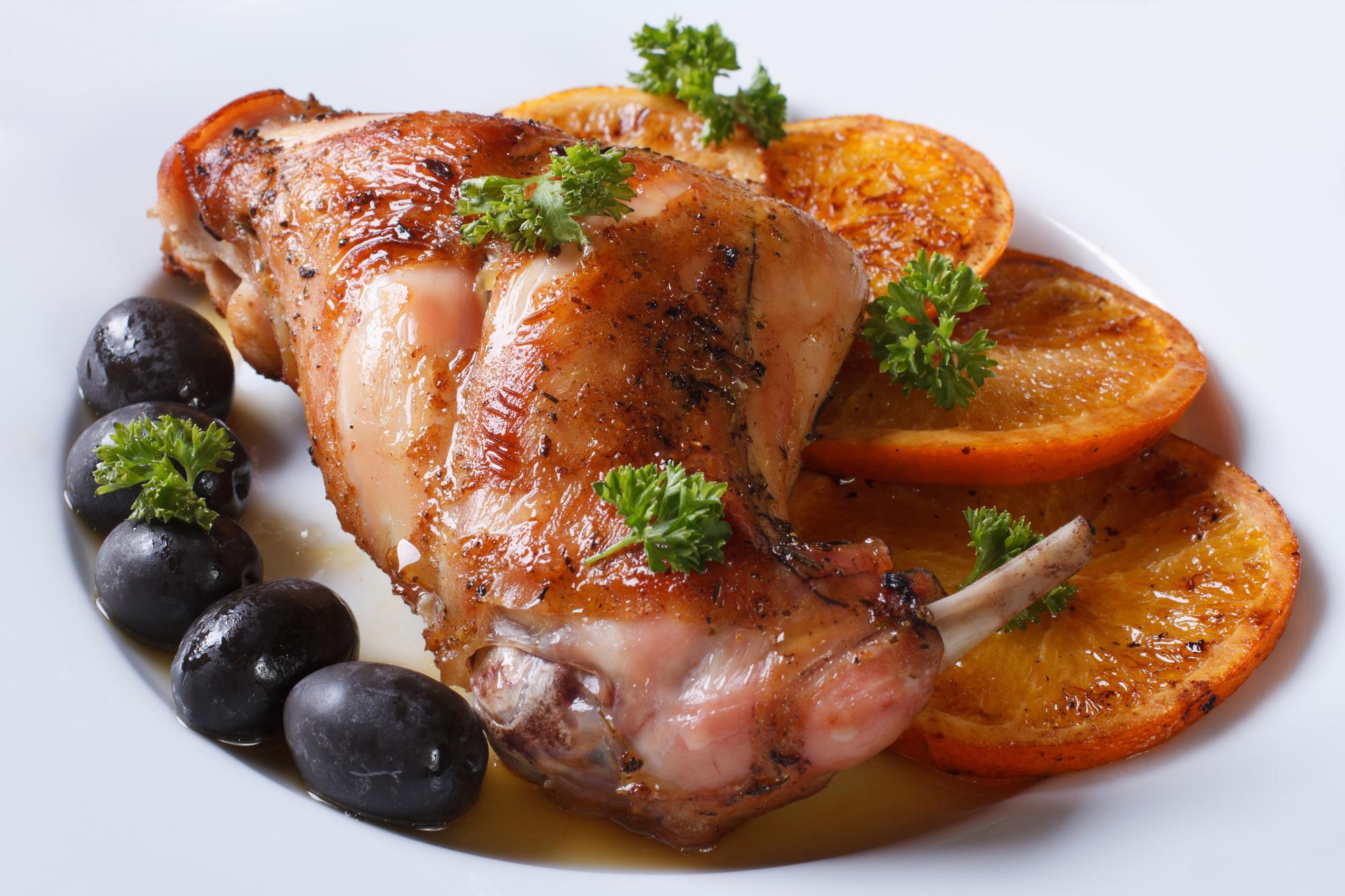Жареное мясо кролика с апельсинами