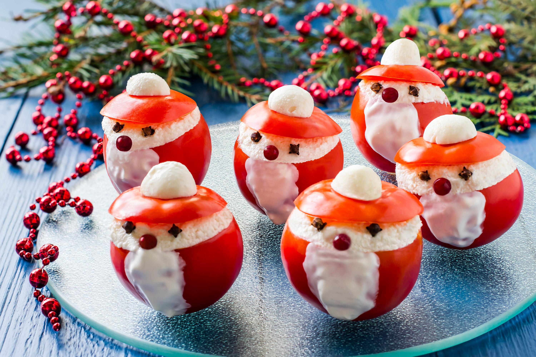 """Новогодняя закуска из помидоров """"Деды Морозы"""""""