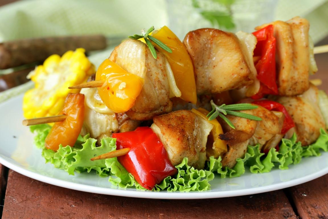 Аппетитные шашлычки из курицы в меду с овощами