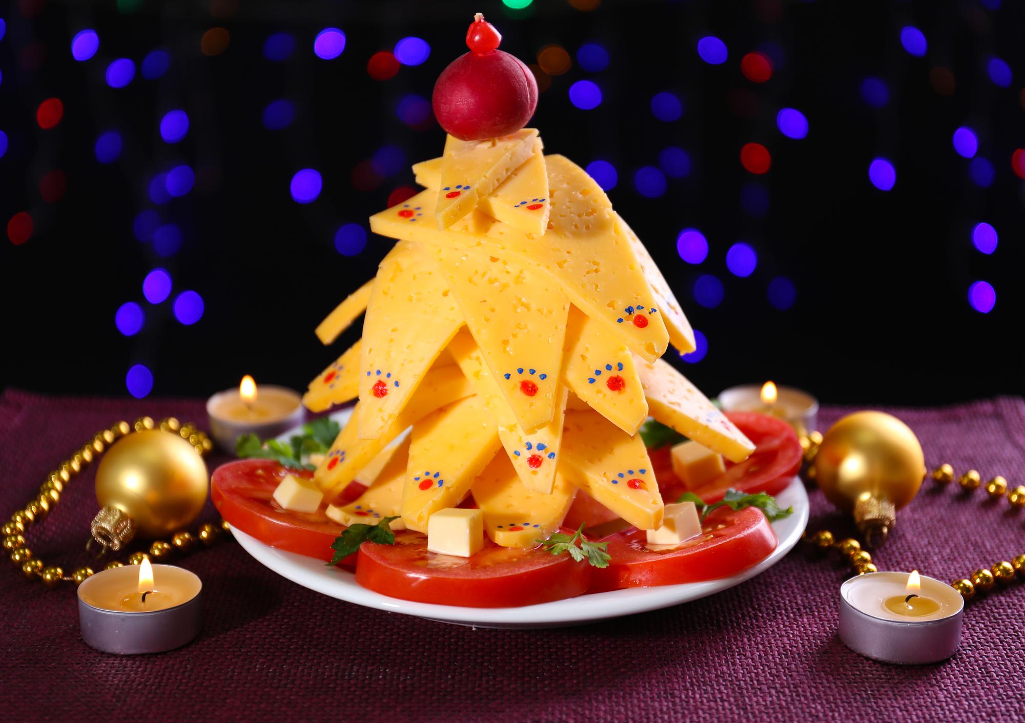 Рождественская ёлка из сыра