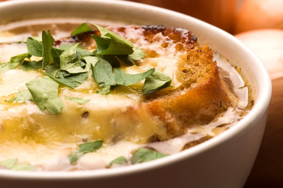 Французский луковый суп по-домашнему