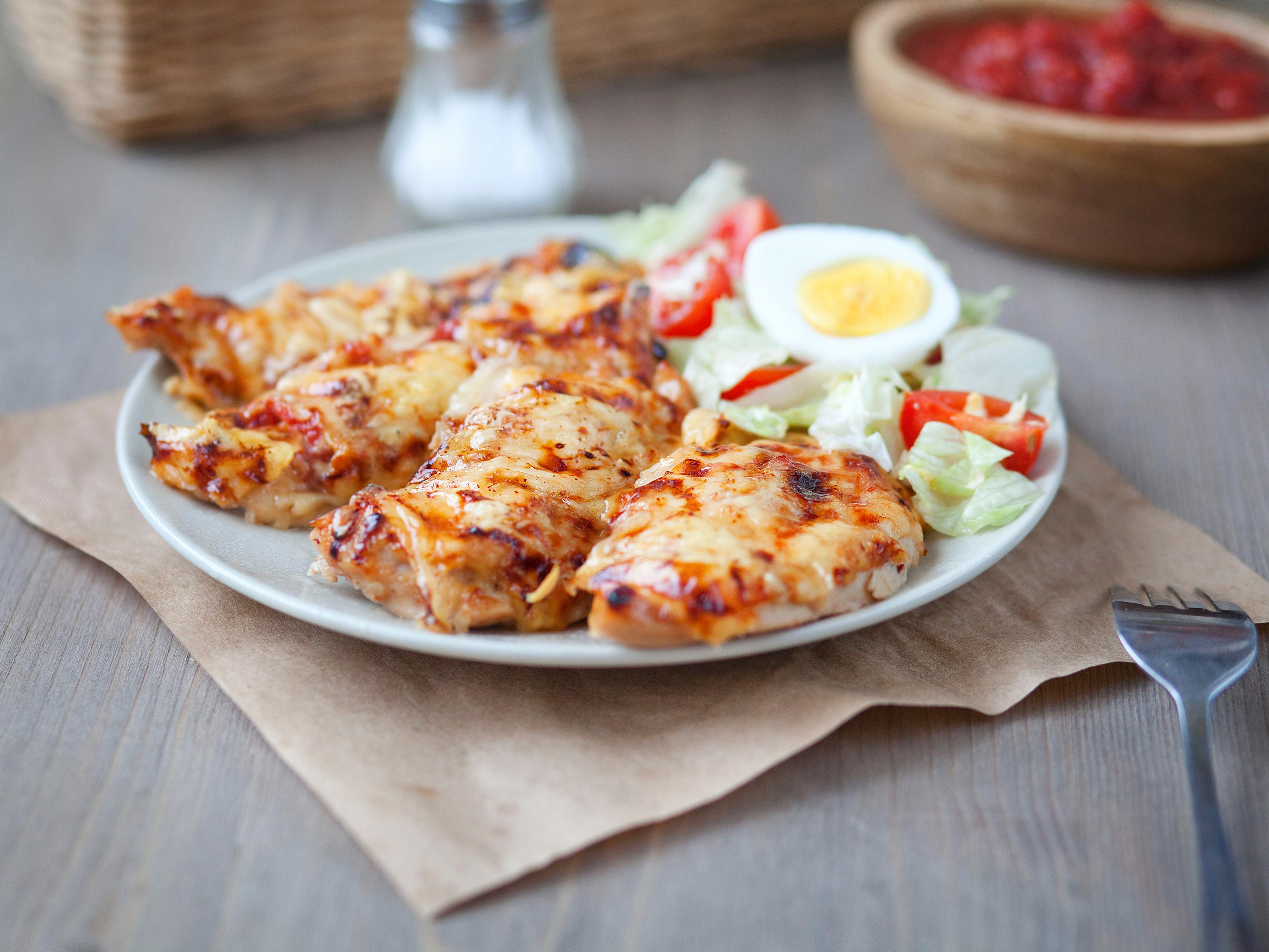 Куриное филе с сыром: вкусный белковый ужин!