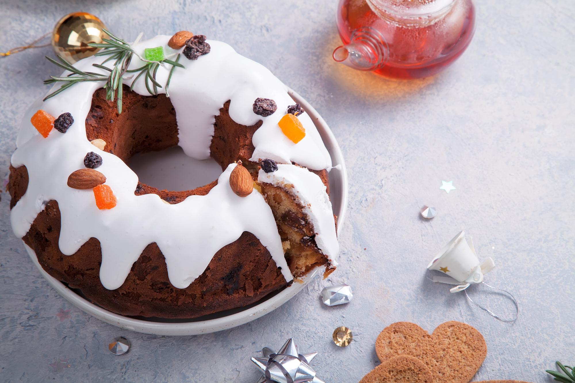 Рождественский кекс с миндальными орехами и изюмом