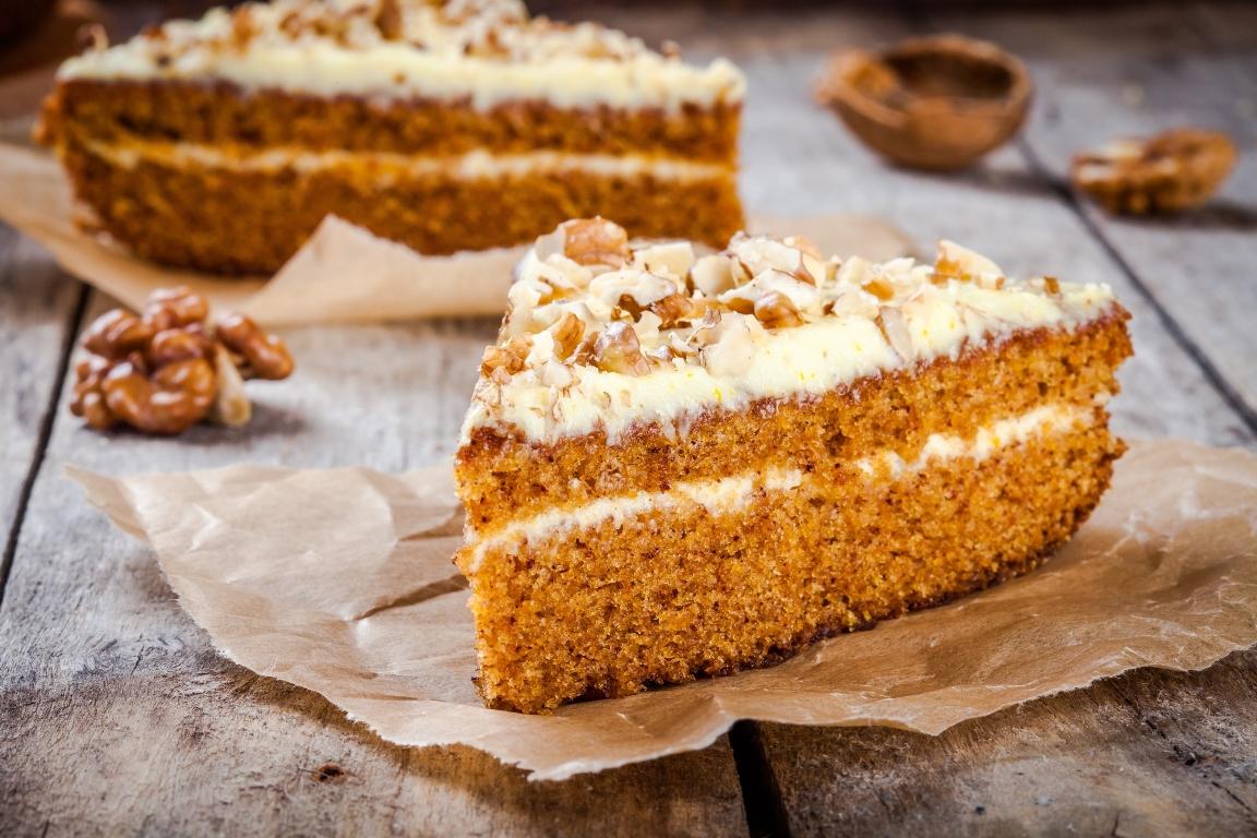 Шикарный морковный торт с орехами