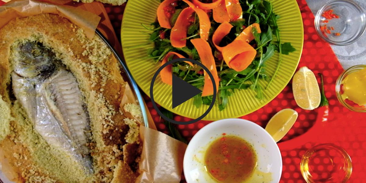 Рыба в соли с травами и морковным салатом