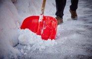 Лайфхак: Простой способ растопить снег со льдом и расчистить дорожку перед домом или гаражом