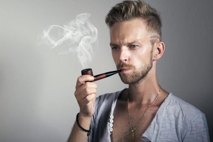 Фото Много лет назад я увлёкся курением трубки. В то время с табаком была настоящая беда: найти его было практически невозможно. Но как-то раз на витрине одного из киосков я заметил ценник с надписью:
