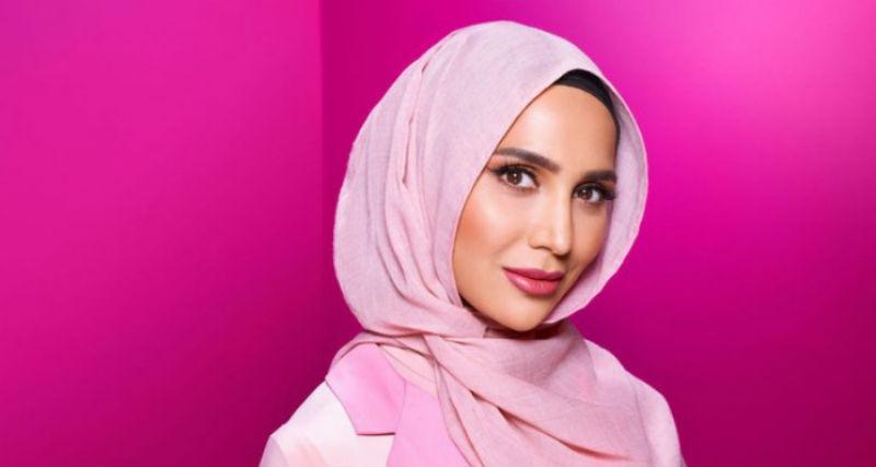Фото Компания L'Oreal Paris продвигает средства для волос снимком девушки в хиджабе