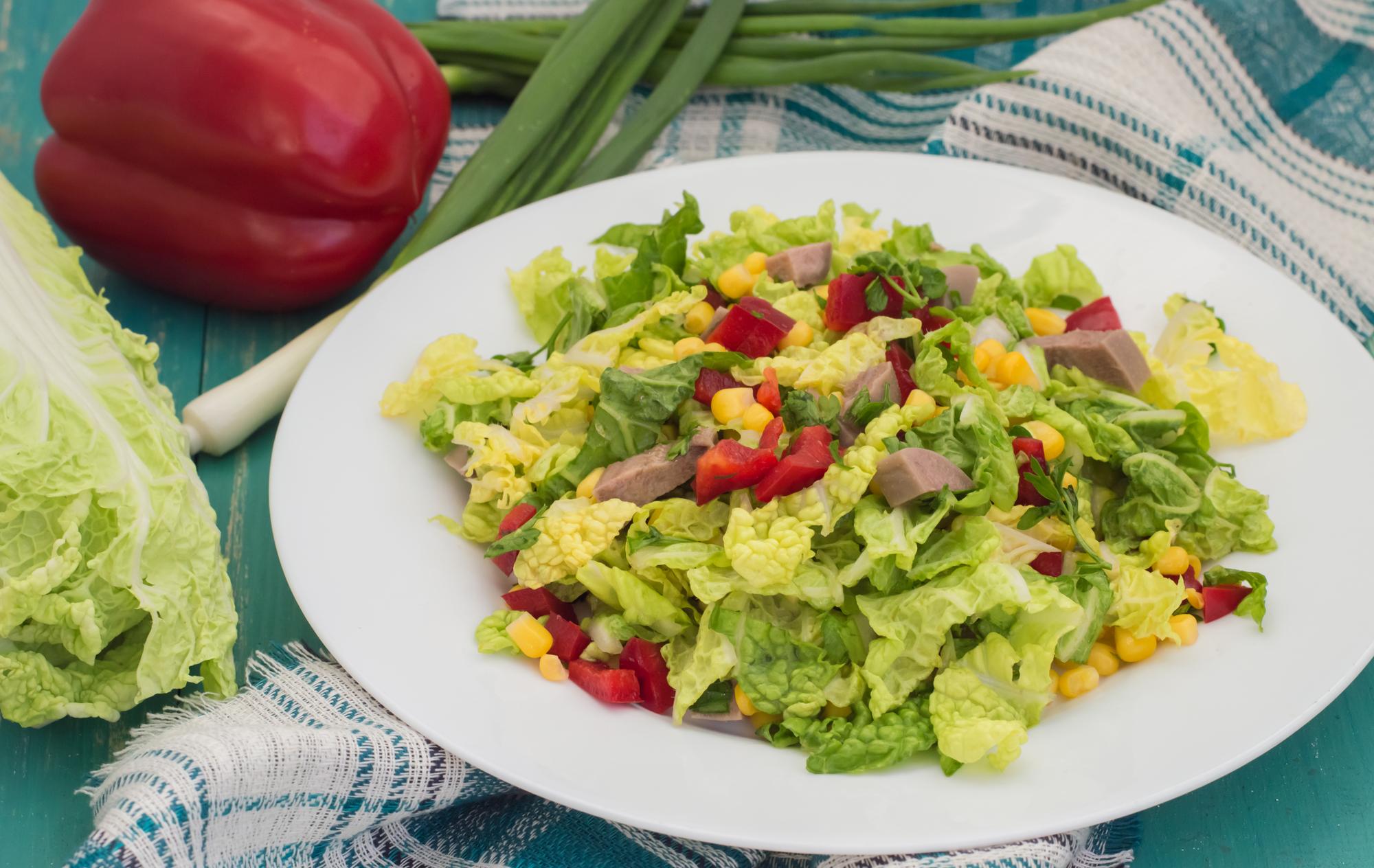 Салат с пекинской капустой и говяжьим языком
