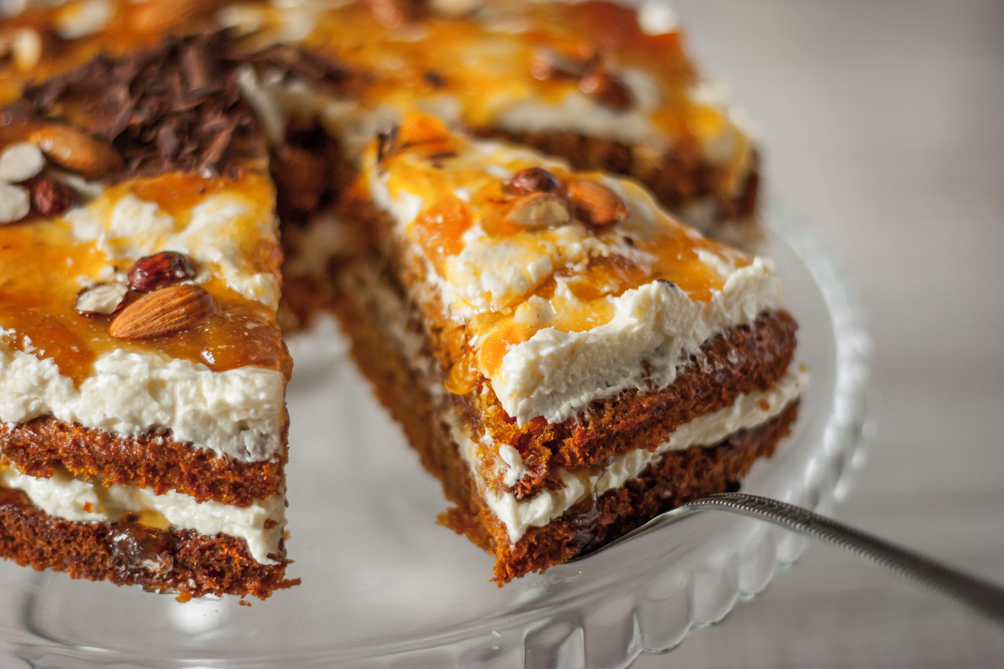 Морковный торт с миндалем