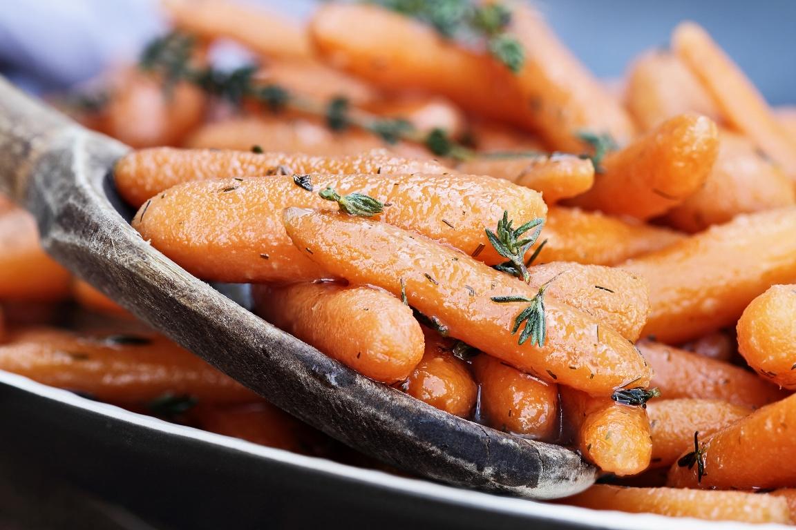 Аппетитная глазированная морковь