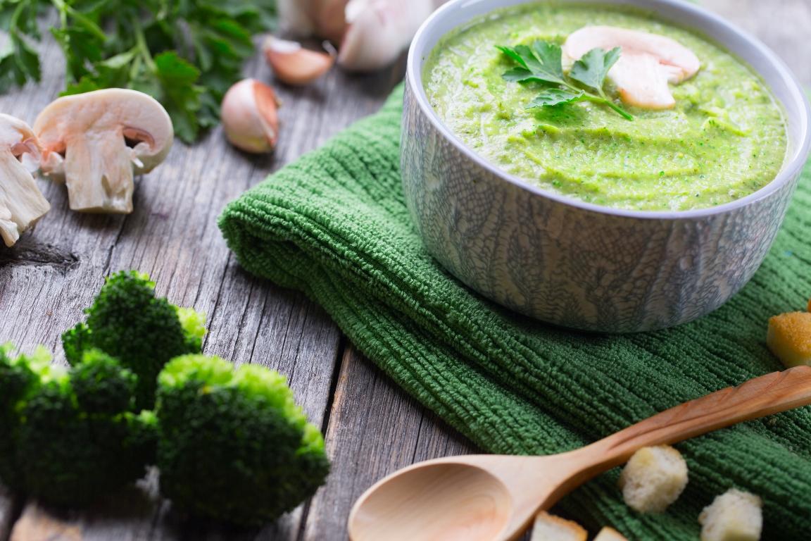 Сырный суп-пюре с брокколи и шампиньонами