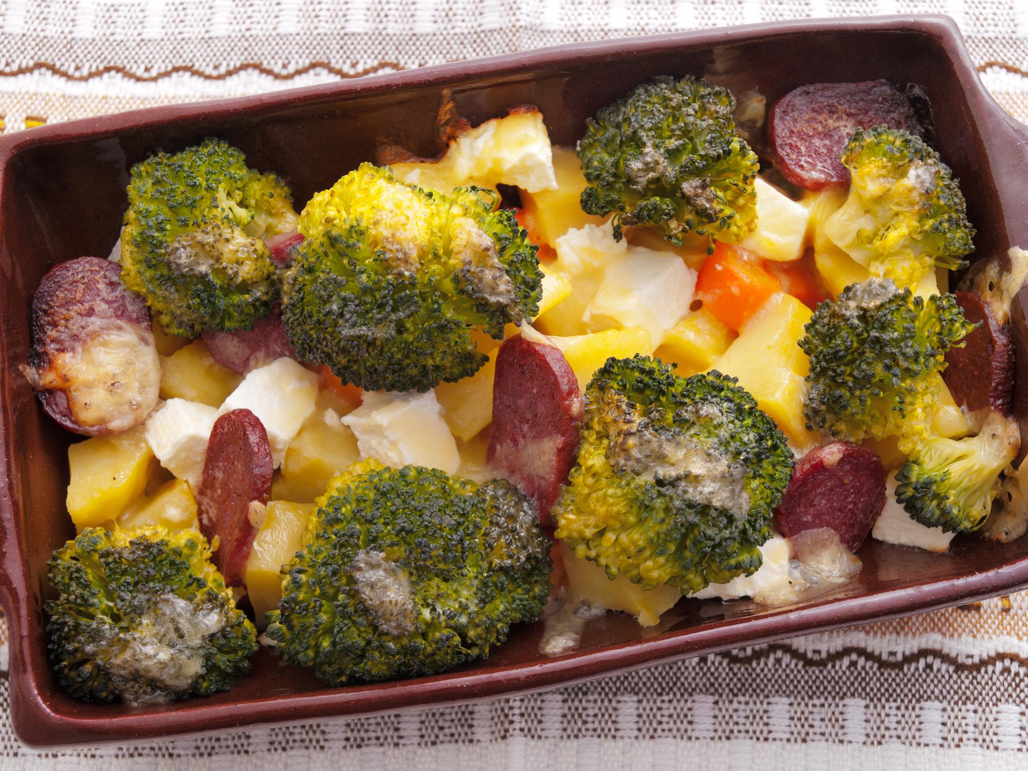 Запеканка с брокколи и картофеля