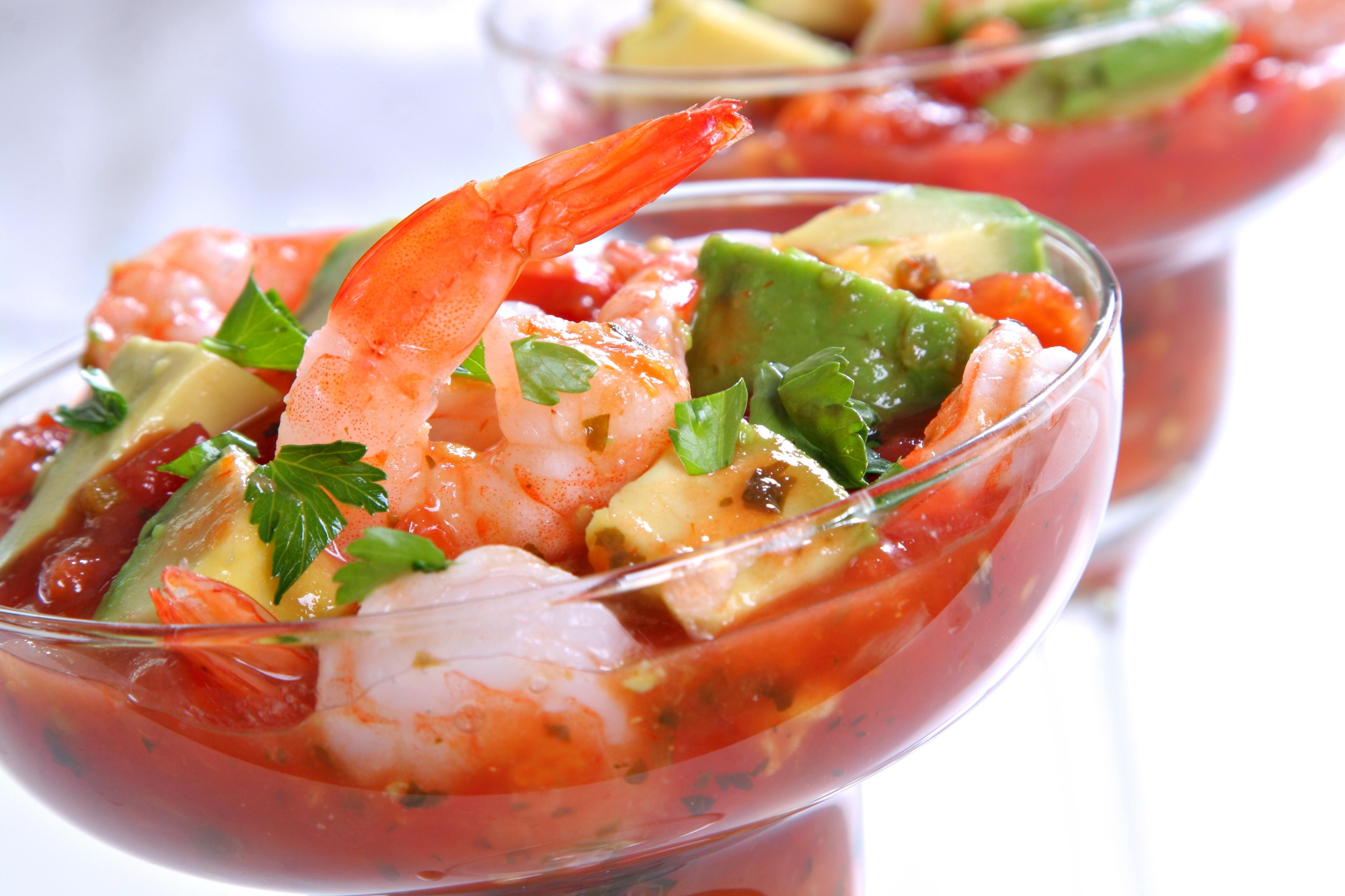 Страстный коктейль-салат с креветками и авокадо ко Дню Влюблённых