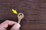 Лайфхак: Зачем люди делают ещё одно отверстие в ключах, и Почему не помешает повторить за ними