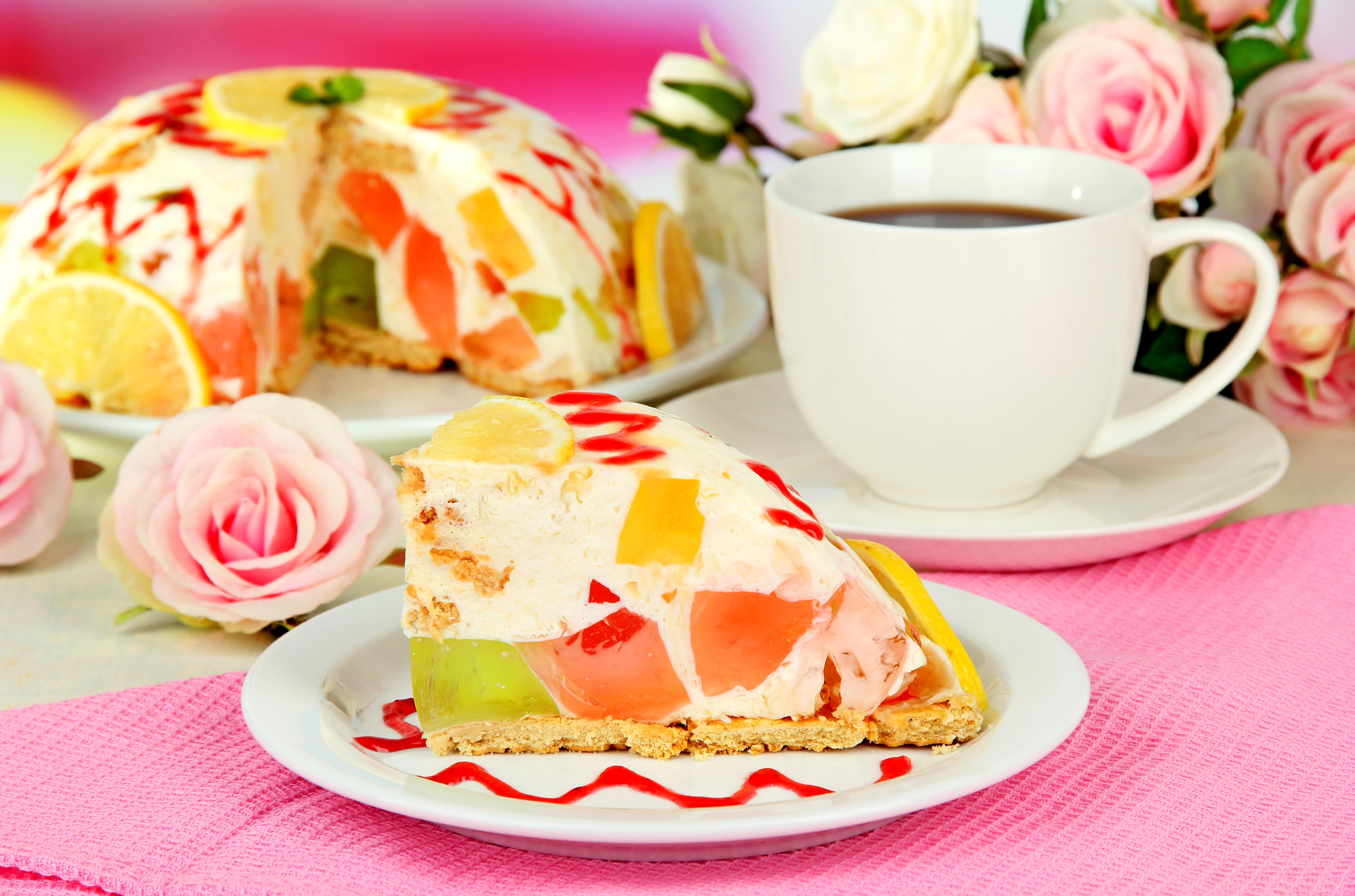 Торт «Битое стекло» с консервированными персиками и печеньем