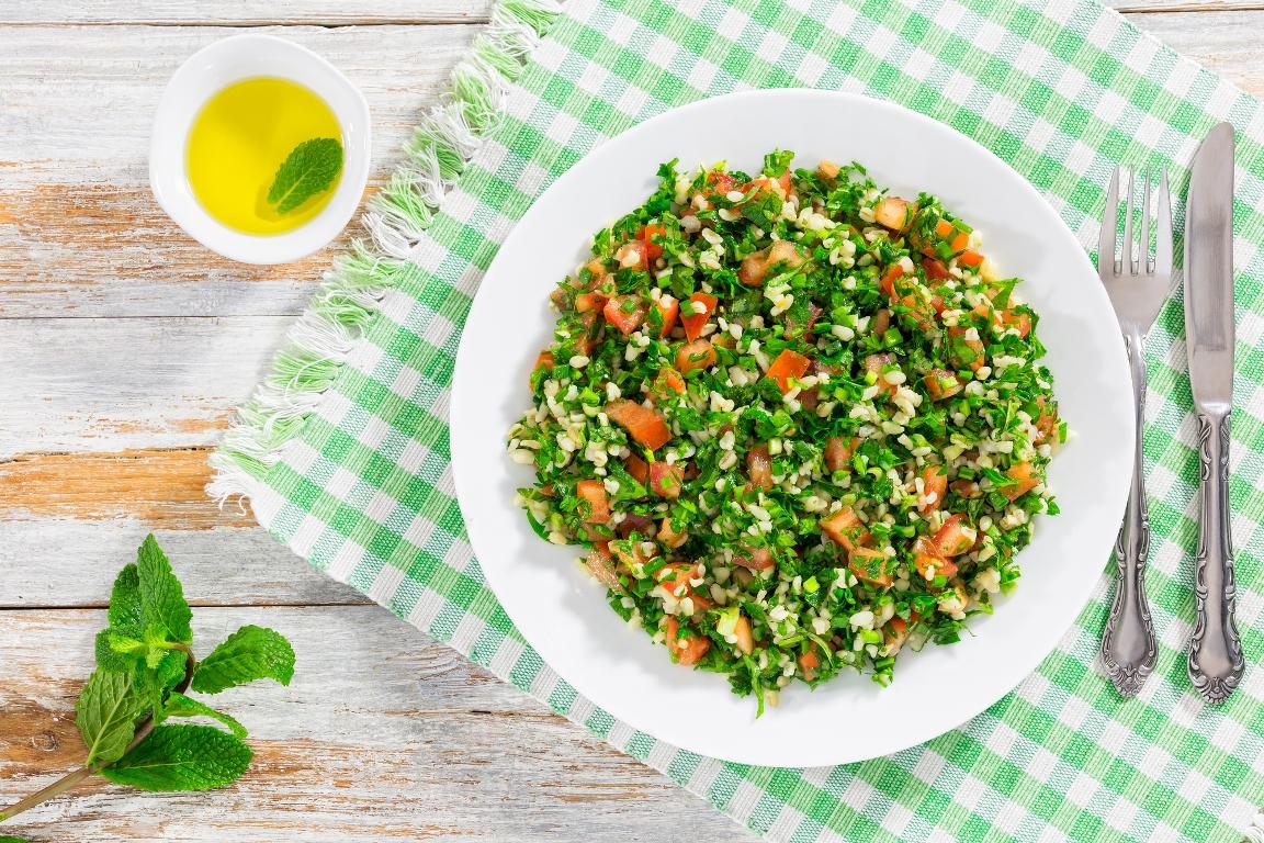 Восточный салат «Табуле» с петрушкой и булгуром