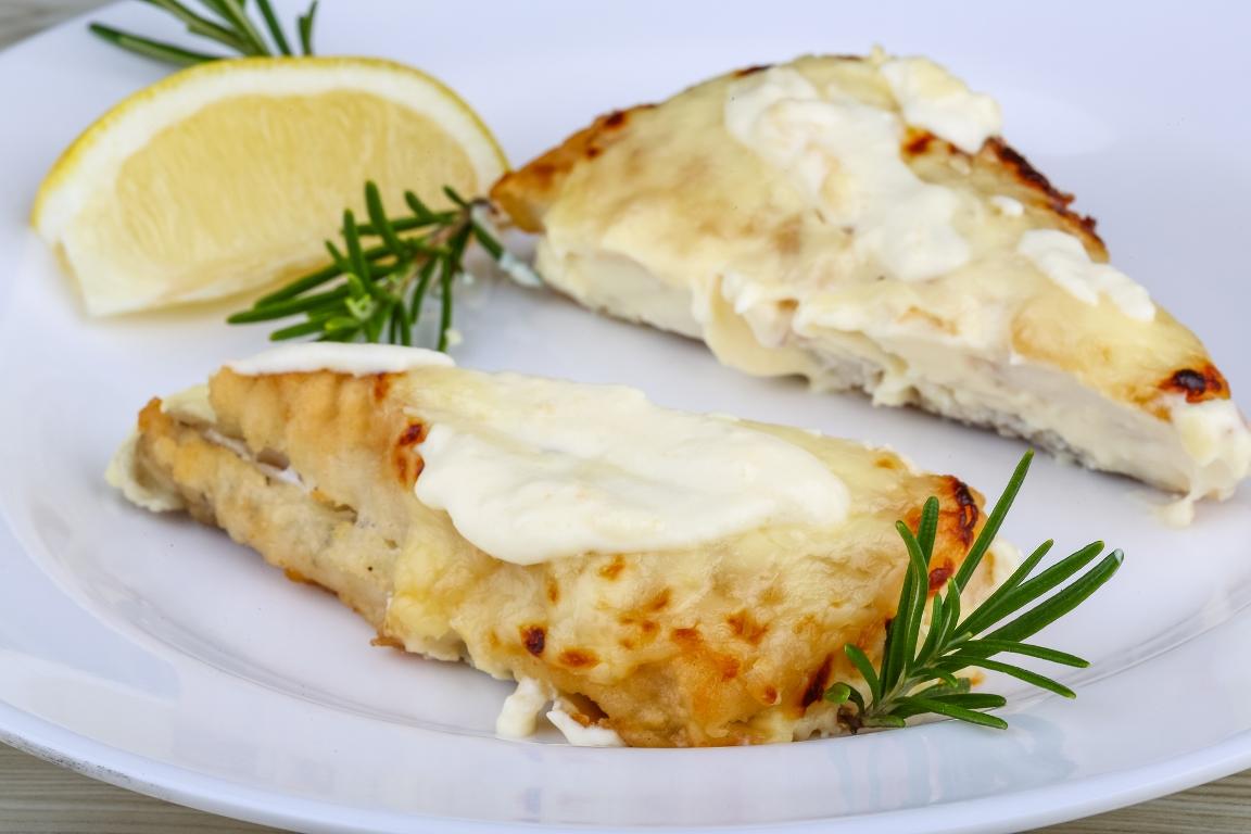 Аппетитный судак, запеченный с сыром