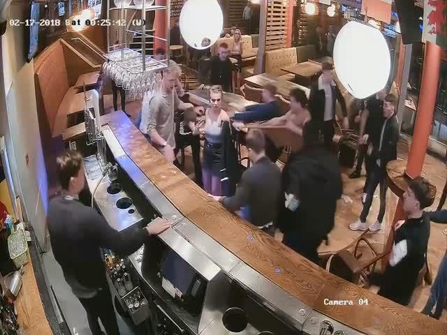 Фото Вестерну – быть! Сочный мордобой в баре!