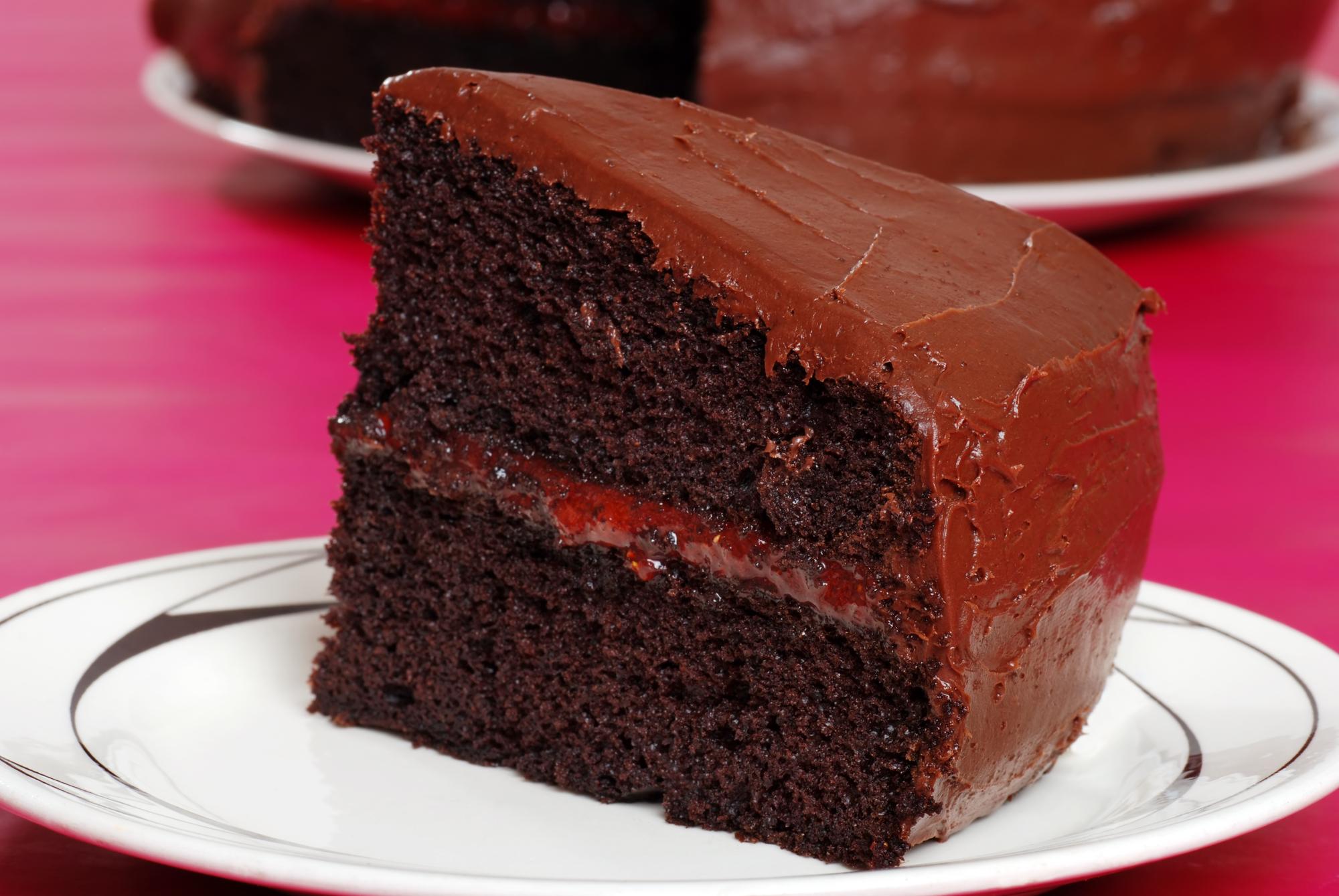 Шоколадный торт с шоколадно-сливочной прослойкой