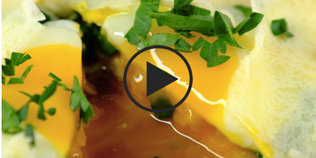 Фото Блины с жидким яйцом на завтрак