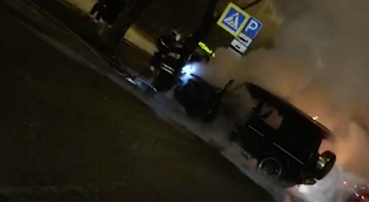 Gelandewagen Тимати полностью сгорел, врезавшись в такси (ВИДЕО)